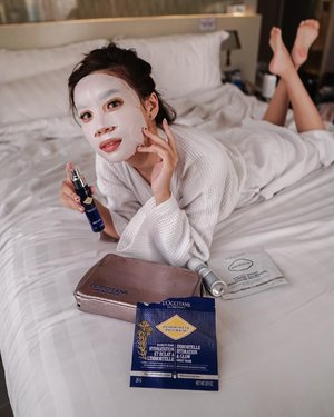 Giving my skin the boost of energy it needs with a quick skin booster by @loccitane_id Immortelle Hydration & Glow sheet mask 💛.....#skincare #loccitane #loveyourself #selfcare #metime #skin #skincareroutine #exploretocreate #style #loccitaneid #happy #beauty #clozetteid #collabwithstevie