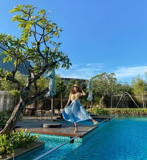 Love without depending. Listen without defending. Speak without offending. . . -  Had a laid back evening by the pool at @mercurejktpik 🌱 look how blue the #unfiltered sky was on that day 💙 . . . . . . . . . . . #photooftheday #ootdfashion #explore #wiwt #pjs #ootdsubmit #style #lookbook #lookbooknu #ootdinspiration #wearlocal #fashionblogger #stylefashion #goldenhour #streetinspiration #potd #zalorastyleedit #steviewears #clozetteid #sun #flare #parisianstyle #shotoniphone