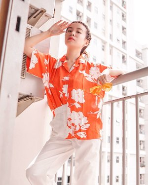 Woke up early for an impromptu shoot on my balcony 🥰 wearing this tropical shirt by @shopatvelvet just the perfect bright orange to welcome Summer ☀� . . . . . . . . . . . .  #photooftheday #ootd #ootdindo #wiwt #steviewears #exploretocreate #clozetteid #ootdstyle #ootdinspiration #love #lookbookindonesia #fashionblogger #style #whatiwore #stylefashion #streetfashion #streetstyle #streetinspiration #atsandme #shopatvelvet #throwback #flattenthecurve #stayathome #selfquarantine