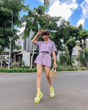 Feeling Lilac💜 and green 💚#unedited blue sky !  . . . - 📸 @vm_3596  . . . . . . . . . . . #photooftheday #ootdfashion #explore #wiwt #ootdmagazine #ootdsubmit #style #lookbook #ootdinspiration #love #fashionblogger #stylefashion #ootd #streetinspiration #potd #zalorastyleedit #clozetteid #ootdindo #localbrand #shotoniphone #steviewears