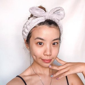 My skin weeks ago before it suddenly flares up again 😢 I guess I've been very bad at managing my emotions and stress level 🌧 things have gotten a bit under the gloomy weather, let's hope we'll see sunny days soon ☀️ .......#selfie #style #skincare #bareskin #collabwithstevie #acne #explore #clozetteid #happy #happyskin