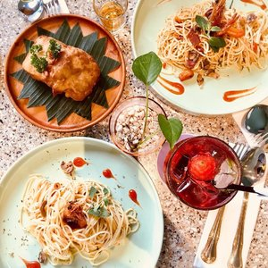 Had a lovely brunch at @unisoncafe ❤️❤️❤️ if you visit their cafe don't forget to try their agli olio 🍝 its so good. 😋 // 📸 : @priscaangelina ........#flatlay #yummy #clozetteid #stevieculinaryjournal #foodie