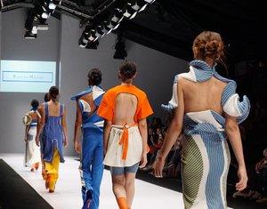 Sexy back 🔥😍 this whole collection is totally edgy! #jfw2017 #jakartafashionweek ..- #styleblogger #clozetteid  #designer #fashionblogger #beauty #beautyblogger #fashionpeople #fblogger #blogger #패션모델 #블로거 #스트리트스타일 #스트리트패션 #스트릿패션 #스트릿룩 #스트릿스타일 #패션블로거 #style #ggrep #cgstreetstyle #l4l #teenvogue