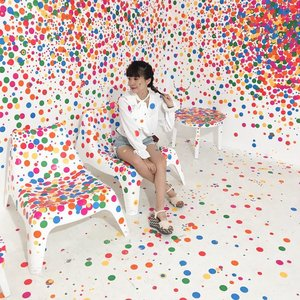 💛❤️💕💛❤️💕 my happy place ! . - Still can't get over @yayoikusamas Life is The Heart of a Rainbow installation 🌈 this i favorite installation: The Obliteration Room 💕 . . . - Head over to steviiewong.com for some tips you better know before visiting the museum 😉 . . . . . #ggrep #art #yayoikusama #clozetteid #style #colourful #dots #braids #iphoneonly #style #whatiwore #ootd #steviewears