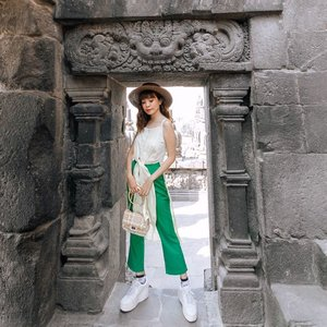 Take me by the hand, let's explore the great unknown together! I bet it's gonna be pretty exciting ��🤗 ..-Steal my whole look from @pomelofashion on @zaloraid ! Get additional 15% off with my code ZALORAXSTEVIE 💕 #zalorastyleedit .................. #style #collabwithstevie #beauty #clozetteid #ootd #whatiwore #exploretocreate #zalorastyleedit #lifeofadventure #chasinglight  #sonyforher #wanderlust #artofvisuals #trypomelo