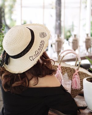 Keep on dreaming! There's nothing called dreaming too high. Because it's a dream we're all free to set our dream as high as possible to keep us motivated to strive forward 🤗 hustle on and you'll notice in no time you're one step closer to your dream!! . . . - Hat by @cottonologie ☺�☺�☺� . . . . . #exploretocreate #tampilcantik #clozetteid #style #steviewears #ggrep #hat #whatiwore