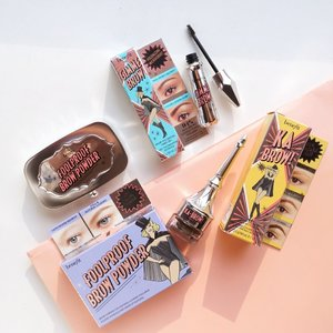 Need a quick fix? FoolProof Brow Powder to the rescue ❤️ these brows kit are all you need for you're perfect brows! FoolProof gives you a natural brow finish with a very simple and usage. . . . You can get them at all @sephoraidn stores and @benefitindonesia boutique ✨ . #benefitcosmetics #steviexsephoraidn #benefitbrows  #flatlay #makeup