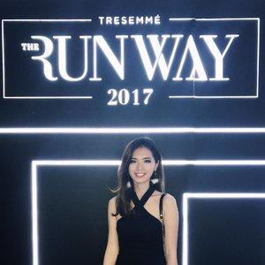 Last weekend attending @Tresemmeid Runway 2017. A lot of fun meeting all of the glamorous girls with their #Runwayreadyhair . See you on TRESemmé Digital Face next year 💖 . . . #tresemmesquad #tresemmerunway #clozetteid