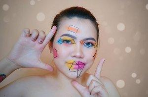 Cie elah GEOMETRIC MAKEUP 😂 . Bikin garis lempeng aja pusing lu tong.... 😥 . Tapi tenang gue pake eyeliner superslim dari @dejavu.indonesia 😍 Anjay garis apa aja gampang soalnya ujungnya feltip, bukan spidol. Senang sekaleee gue 🙋🏻♀️ Cuma 1 yg susah di gambar garis kehidupan coiiii.... #anjay . . . . . . . . . #beautyvlogger #makeup #makeuptutorial  #wakeupandmakeup #tutorialmakeup  #clozetteID #flovivi #motd #bretmansvanity #muaindonesia #inspirasicantikmu #youtuberindonesia #muajakarta #makeuprevolution #makeupoftheday #makeupforbarbies #ragamkecantikan #mua #undiscovered_muas #tampilcantik #beautybloggerindonesia  #bvloggerid #indobeautygram #ivgbeauty #indovidgrambeauty  #jakartabeautyblogger #beautilosophy #bunnyneedsmakeup ✨✨✨ @bunnyneedsmakeup @beautilosophy @tampilcantik @indobeautygram @bvlogger.id @beautybloggerindonesia @youtube @indovidgram @100daysofmakeup @wakeupandmakeup @undiscovered_muas @setterspace @insiderbeauty