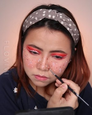Wihiiiiiy finally aku tutorial an lagi guys.... Seru banget dan satisfying nonton nya 😍 Semoga kalian suka ya! Minggu ini ku sibuk banget jadi belum bisa banyak ngonten. Doakan aku tetap strong ya 💪🏻 . Produk : • Primer @sisterann.id • Foundation @jillcosmetics @blpbeauty • Liquid Blush @luxcrime_id Sugar Rose • Two Way Cake @luxcrime_id • Eyeshadow @ucanbemakeup Fruit Punch • Eyeliner putih @cmaaducosmetics • Bulumata @bulumatamagnet88 MB • Eyebrows @luxcrime_id Woody • Facepaint @officialsnazaroo @mehronmakeup • Lip @luxcrime_id Black Cherry • Anting @sofiepernakpernik . #flovivi #beautybloggerindonesia #makeuptransformation #makeuptransition #makeupart #makeupartist #christmas #holidaymakeup #christmaslook in #clozetteid #aestheticmakeup #aesthetic
