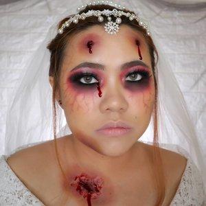 DEAD BRIDE 🧟♀️👰🏻 HALLOWEEN CHALLENGE 25/31 🎃 #31daysofhalloween 🎃 . Maaf baru nge post look tgl 25 nya hari ini hehehe soalnya kemaren event. Aku bakal lanjutin ya untuk 26 dst, pokoknya sampe kelar Halloween Challenge nya di tgl 31. Bahkan lebih (loh ketagihan wkwk) . #wakeupandmakeup #halloween2019 #halloweenmakeup #halloween2k19 #halloweenmakeupchallenge #makeupoftheday #makeuphalloween #halloweenedition #motd #flovivi #clozetteID #cchannel #cchannelid @sephoraidn #sephorahalloweenbeauty