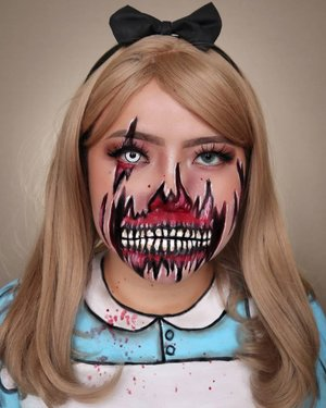 🧟♀️ZOMBIE ALICE🐇HALLOWEEN CHALLENGE DAY 27/31🎃 #31daysofhalloween 🎃🖤 #HALLOWEENWITHFLOVIVI 🖤.Sejujurnya agak ga puas sama look ini, messy bgt :(Tapi sayang bgt udah sampe sakit pinggang..Produk :• Cushion @erha.dermatology• Eyebrows @sadabycathysharon Jati• Facepaint @mehronmakeup.Inspo : @fancyflutie#halloween #halloween2020 #flovivi #clozetteID #cchannel #cchannelid