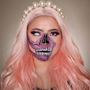 💀💀💀💀𝕬𝖓𝖔𝖙𝖍𝖊𝖗 𝖘𝖎𝖉𝖊💀💀💀💀.Produk:• Purple Eyeshadow @ucanbemakeup Spotlight Palette• Facepaint @officialsnazaroo• Eyebrows @focallurebeautyid.#makeupart #skullmakeup #flovivi #skull #artmakeup #aesthetics #aesthetic #aestheticmakeup #beautybloggerindonesia #indobeautysquad #clozetteid