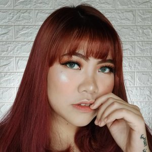 Highlighter nya HQQ bgt ya 😂 . Details produk : @banilaco_id Primer @revlonid Colorstay Foundation 220 @altheakorea Flawless Creamy Concealer 02 Ginger @maybelline Fit Me Loose Powder 10 @cnfstoreofficial Bellaoggi Feel Nude Powder Porcelain @otwoocosmetics Contour Palette @byscosmetics_id Blush Trio (Berry) @byscosmetics_id Highlighter Trio @byscosmetics_id Nude4 Palette @byscosmetics_id Luxe Lip (Man Eater + Hypnotise) @gitageo_softlens Fuzzy Pop Grey @luxart.lashes lupa type apa lashnya hahha . #popbelabeauty flovivi #ClozetteID #bloggerindonesia #tutorialmakeup #makeuptutorial #cchannelid #cchannel #motd #makeupoftheday #tutorialmakeup