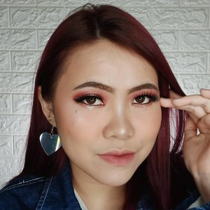 Hmmm... Masih gua liatin.... . Detail produk yang dipake : • @keepcool_official Soothe Mist • @nivea_id Sun Serum • @cnfstoreofficial Bellaoggi Foundation mix with @catrice.cosmetics Transformer Drops Light • @cnfstoreofficial Bellaoggi Feel Nude Powder 01 • @cnfstoreofficial Bellaoggi Feel Contour Palette • @focallurebeauty Sunrise Palette • @holikaholika_indonesia Glitter Liquid Eyeshadow • @reinelash Eyelashes • @eminacosmetics Blush Violet Berry • @sleekmakeup Soltice Highlighter • @maybelline Brow Precise Shaping Eyebrow • @cnfstoreofficial Bellaoggi Matt Lip Affair 01 + @sarange_id Lipcream 03 . . #flovivi #ClozetteID #bloggerindonesia #tutorialmakeup #makeuptutorial #makeupoftheday #motd #indobeautygram #cchannelid #cchannel #popbelabeauty #focallure