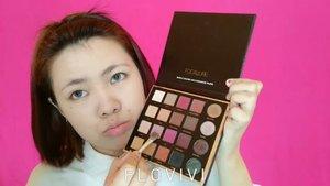 Uhuy ! Nih holy grail nya para pecinta makeup 😂 PRO Palette by Focallure. Over all pigmentasi nya oke bangetttt👌 Cuma emang agak susah di blend soale langsung nempel plek! Wk Oh iya itu w pakek primer 3 macem WKWK Detail nya apa aja yg aku pake, nih ⤵ . 3 macem Primer : @benefitindonesia Foundation : @catrice.cosmetics Powder : @nyxcosmetics_indonesia Eyeshadow : Focallure Eyeliner & Mascara : @maybelline Eyebrow : @sariayu_mt + Focallure eyeshadow Contour & Blush on : @catrice.cosmetics Highlighter : @ingrid.cosmetics Lipstick : @zoyacosmetics . Mau tanya nama detail produk nya apa dan shade apa, COMMENT aja yap 📄 . . . . . . . #beautyvlogger #beautybloggerindonesia #ivgbeauty #indobeautygram #makeup #makeuptutorial #instabeauty #indovidgrambeauty #wakeupandmakeup #tutorialmakeup #bvloggerid #jakartabeautyblogger #beautilosophy #reviewmakeup #clozetteID #setterspace #motd #makeupjunkie #makeupblogger #sharingiscaring #beautyguruindonesia @bvlogger.id @setterspace