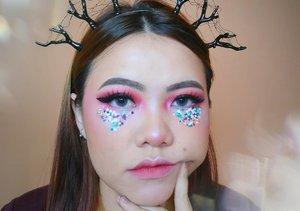 Ngapa pada salfok ke bando ya? Wkwkwkwkw itu bando w DIY. Gemeuz ga? Hehe . . Details makeup : • Skincare @astalift_indonesia @naturerepublic.id • Primer @nivea_id @maybelline • Foundation @lagirlindonesia • Powder @purbasarimakeupid • Eyebrows @maybelline • Eyeshadow @morphebrushes • Eyeliner @cathydollindonesia • Bronzer @benefitindonesia • Blush @poppydharsonocosmetics • Highlighter @byscosmetics_id • Lipstick @wardahbeauty @blancheflorcosmetics • Softlens @x2softlens Sanso Radiance . . . . . . . . . . . #beautyvlogger #makeup #makeuptutorial  #wakeupandmakeup #tutorialmakeup  #clozetteID #flovivi #motd #bretmansvanity #muaindonesia #inspirasicantikmu #youtuberindonesia #muajakarta #makeuprevolution #makeupoftheday #makeupforbarbies #ragamkecantikan #mua #undiscovered_muas #tampilcantik #beautybloggerindonesia  #bvloggerid #indobeautygram #ivgbeauty #indovidgrambeauty  #jakartabeautyblogger #beautilosophy #bunnyneedsmakeup ✨✨✨ @bunnyneedsmakeup @beautilosophy @tampilcantik @indobeautygram @bvlogger.id @beautybloggerindonesia @youtube @indovidgram @100daysofmakeup @wakeupandmakeup @undiscovered_muas @setterspace @popbela_com