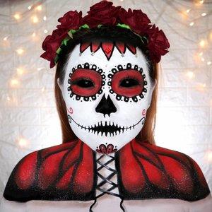 CANDY SKULL / CATRINA 💀 HALLOWEEN CHALLENGE 30/31 🎃 #31daysofhalloween 🎃 . Jadi...... Di Mexico ada tradisi namanya Día de Muertos. Hari raya dimana mereka mendoakan dan mengenang teman/sanak saudara yg udah meninggal. Nah biasanya si CATRINA ini adalah icon dari Día de Muertos. Jadi inget film Coco ya ? Hehe . Ini gue bikin dpt inspirasi dari banyak sumber (pinterest, google dll) dan ada part part yg mikir sendiri juga �� Neck & Body Part inspired by @illumin_arty PS: Matanya di edit pakai facetune. Jangan nanyain lg ya, Iqra makanya 😂 #wakeupandmakeup #halloween2019 #halloweenmakeup #halloween2k19 #halloweenmakeupchallenge #makeupoftheday #makeuphalloween #halloweenedition #motd #flovivi #clozetteID #cchannel #cchannelid @sephoraidn #sephorahalloweenbeauty