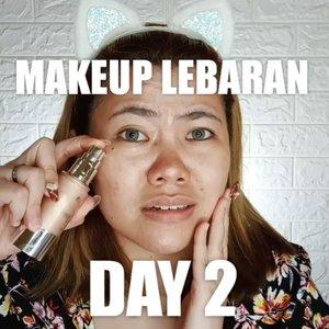 YUHUU kali ini Makeup Lebaran Day 2 nya agak beda nih....Ga oake eyeshadow yg lebay2 tapi lip nya ON.Kenapa?Soalnya udah capek ngider ngider halal bi halal di Day 1.Jadi day 2 nya yg cepet & fresh aja ya shayyy 🤭🤭Juga w pake Illuminator supaya kinclongggg & glowing ✨✨.Deets :@flormarindonesia Illuminating Primer@maybelline Fit Me Foundation 125@catrice.cosmetics Camouflage Concealer Porcelain@pondsindonesia Tone Up Powder@maybelline Fit Me Powder 130@beautycreations.cosmetics Contour Palette@missha.id Cotton Blush as a blush & eyeshadow@chicaychico_official One Shot Eye Palette@vuedepulang Oh Rolla Mascara@eminacosmetics Creamatte Lipcream Beet Bites@pondsindonesia Unicorn Duo Powder.🎶Bitter Love - @ardhitopramono.@tampilcantik @tips__kecantikan @zonamakeup.id @tutorialmakeup_id @ragam_cantik @selalucantik.id @meriaswajah @syantiktutorial @ragam_kecantikan @zonacantikwanita @dandan.indonesia #flovivi #ClozetteID #beautybloggerindonesia #indobeautygram