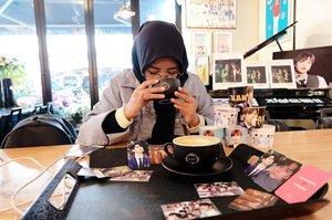 Berbukalah dengan yang Halal. Karena yang halal pasti manis . Sambil nunjuk Green Tea Latte 👉🏻 🍵 *srupuuttSelamat berbuka puasa#necgoestokorea #clozetteid