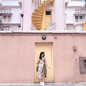 Cewek pendek bisa pake midi dress kok! Swipe left ya 😉. . . 👗: @pmothelabel . . . #fashiontips #stylingtips #ootd #fashion #mididress #microblog #ClozetteID #throwback