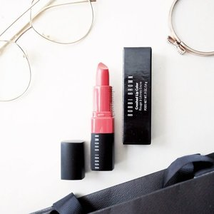 Perfect shade of Crushed Lip Color #lipstick from @bobbibrownid for those who has obsession of coral color. Enriched with vitamin C, E, and beeswax , this lipstick is very nourishing and perfect for #superdrylips ! Click the link on my bio to find out more. - #bobbibrownid #crushedlipcolor #watermelon #beautyreview #lipstickjunkie #ClozetteID