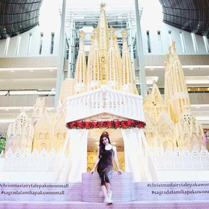 If you watch my IG story, you must notice this amazing replica of the biggest church in Barcelona, Sagrada Familia at @pakuwonmallsby , don't you? -Come, snap, upload your pict, mention and tag Pakuwon Mall Surabaya to get the chance to win shopping voucher 300K! Only until January 6th 2019 though, so you better join now! 😍🎄🎉--#sagradafamiliapakuwonmall #christmasfairytalepakuwonmall #Christmasevent #ClozetteID