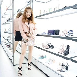 Last weekend at @charleskeithofficial Fall Winter 2018 capsule collection in Tunjungan Plaza 6. The collection is fulfilled with flats, color-blocking, and monochrome colors. So if you're into it, come and choose your favorite! 😊 - Thank you dearest @ruthhstefanie for inviting 🤗💕. - #ootd #fallwinter2018 #ClozetteID