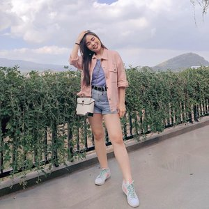 Casual day, trying new color combo. Seems like 2020 is the year of pastel combo, don't you agree ?  #colorcombination #outfitideas #stylingtips #stylingideas #fashionbloggerindonesia #ClozetteID