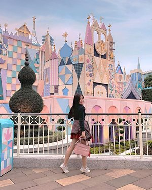 Let's not losing hope.  We still can visit this place sooner or later 😋✨. . . #traveling #themepark #disneyland #throwback #clozetteid
