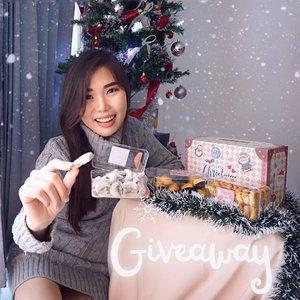 #GIVEAWAY Christmas Cookies dari @bohay_sby x @chelsheaflo 🎄🎉Caranya gampang bgt :🌟 Follow @bohay_sby & @chelsheaflo .🌟 Like post ini, comment cookies yang kamu suka (nastar/ kastengel/ putri salju) , terus mention 2 teman kamu, semakin banyak semakin besar kesempatan menang!🌟 Domisili di Surabaya🌟 Periode Giveaway : 2 Desember - 11 Desember 2020 ( 23.59 WIB )🌟 Pengumuman pemenang : 12 Desember via IG Story @bohay_sby & @chelsheaflo🌟 FREE ONGKIR untuk pemenang giveaway nanti.Yuk serbu sweet-tooth ! 😄🎉Btw, @bohay_sby lagi ada spesial Christmas hampers nih dan super affordable, buruan pesan deh sebelum slot nya habis 😍🎄. #GiveawayIndonesia #ChristmasHampers #HampersNatal #GiveawayCookies #ChristmasHampers #Freebies #GiveawayID #ClozetteID