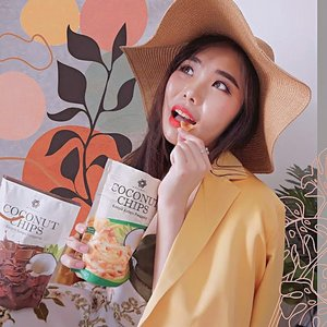 Healthy option of snacking with @cocochips.merubali Coconut Chips. It's between sweet and savory just like how you taste pure coconut. Plus, it's roasted, not fried so it tasted even better 😋..I also like use it as smoothie bowl or overnight oat's topping anyway, it's incredibly delicious! 😋...#coconutchips #collaboratewithcflo #ClozetteID #healthysnack