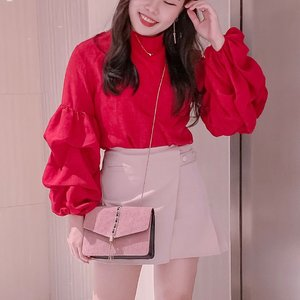 New color combo that becomes trend this season: RED with PINK.  Bold red over dusty/soft pink would be romantic for your weekend date! . . #styleinspo #styleideas #styling #fashiontrick #ClozetteID