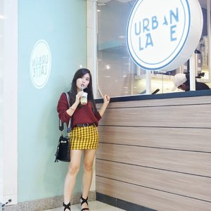 New latte cafe @urbanlatteid to fulfill #YOURDAILYROUTINEISHERE in Surabaya! Find your favorite latte from basic to colorful one at : - Tunjungan Plaza 1 1st floor, unit 56-57 - - Fyi, currently they have GoPay promo 50%, Promo BRi (Get 2 special Price Rp.12.300 with BRIZZI/Debit or Rp. 123 with myQR) and Mandiri (buy 2 get 3 with Mandiri Debet or Disc up to 50%) Mandiri Fiestapoin *T&C Apply - - Well, you'll never know before you taste it by yourself 😉. - #urbanlatte #cafesurabaya #collaboratewithcflo #blogger #ClozetteID