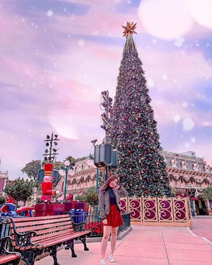 Do you still believe in miracle ? 🌟...#LastChristmas #HongkongDisneyland #ChristmasVibe #Travelgram #ClozetteID