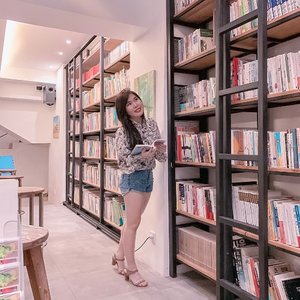 I never realized until I grew up - reading a book with cup of tea and nice ambience is my typical q-time ☺️. Well, although all the books here are written in 한글. . . #bookworm #ClozetteID