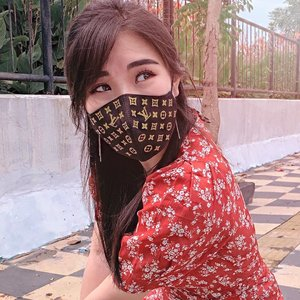 That feeling when you can stay stylish and safe at the same time ☺️ (also customize your own mask)...Cordura face mask from @dinamikaprinting ..#facemask #collaboratewithcflo #ClozetteID