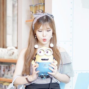 Expectation : Oh, this minion is super cute I need to take pose ! 😙 Reality : Oh it's fulfilled! I am gonna eat ya alllllll~ *yas, it's actually a popcorn basket* 🤣 - #USS #Minion #visitsingapore #resortsworldsentosa #potd #ClozetteID