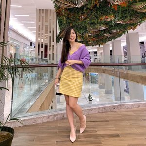 It's the season to wear more color 💜.  Wearing the comfiest & cutest oversized cropped cardigan from @hardwareclothid .   #ootdfashion #fashionbloggerindonesia #collaboratewithcflo #ClozetteID