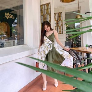 I hope your Monday is going to be awesome ☘️.  👗: @pmothelabel   #ootdfashion #fashionbloggerindonesia #ClozetteID