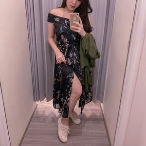 Fall-Winter19 is about dark floral prints and this dress from @esye_official is just the perfect fit for this kinda weather I guess ? ( plus it's currently on sale 😍 ). . . #mirrorselfie #whowhatwear #trybeforeyoubuy #ESYELadies #ootd #ClozetteID