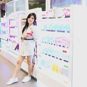 So glad that I found my favorite micellar water brand @bioderma_indonesia  at @watsonsindonesia Pakuwon Mall Surabaya - that is one of the newest and largest Watsons store in Indonesia. Fyi, during this grand opening promo, you can get FREE @bioderma_indonesia Sensibio H2O 100ml just by purchasing any product at Watsons Pakuwon Mall for 300K !-Thank you @watsonsindonesia @bioderma_indonesia for having us and being super generous! --#watsonsid #watsonsindonesia #biodermaindonesia #grandopeningstore #collaboratewithcflo #ClozetteID