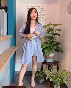 Kimono nggak cuma dipake buat baju rumah kok 😉. Swipe left ya !  Kimono dress @luxelle.official .  #stylingideas #ootd #fashionbloggerindonesia #ClozetteID