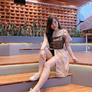 Happy Sunday! How do you like to style your....PAJAMA DRESS ?! 😳. Swipe left for more.  Pajama dress : @luxelle.official .  Btw, mereka lagi ada promo selama bulan Juli ini! Go check their page asap! 😍.  #ootd #fashion #stylingtips #stylingideas #collaboratewithcflo #ClozetteID