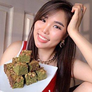 Bukan foodie, tapi matcha lover. Nggak ngerti kenapa brownies matcha di @dapoerparaan seenak ini. Topping nya melimpah dan nggak terlalu manis. Udah gitu bisa dikirim keluar kota pula.Kurang apalagi coba? Kurang partner makan brownies ini aja kayaknya 🙊.#matchalover #dessertlover #sweettooth #dessert #browniesmatcha #foodreview #ClozetteID