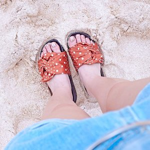 Sand therapy with the cutest slippers ever @rubi_anz 🌴. - - #beachvibe #whatiwore #ClozetteID