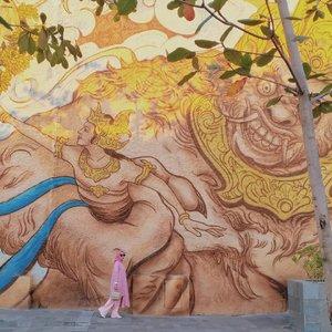 ~ Gambar Apakah yang Kamu Lihat  Duluan ~ . A. Rahwana B. Shinta  C. Gadis berkerudung pink . Amal ibadah dan kebersihan hati menentukan objek mana yang kamu lihat duluan. 😆😂 . . . . . . . . . . . . . . . . . . . . . . . . . . . . . . . . .  #travelphotography #travellingindonesia #travellingwithstyle #fillyawieonvacation #blogger #bloggerindonesia #bloggerperempuan #likeforlikeback #bali #baliindonesia #balihits #GWK #garudawisnukencana #visitbali #wonderfulindonesia #clozette #clozetteid #travelblogger