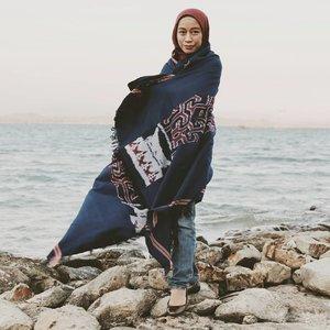 Coba tolong buatkan caption, ini udah bengong sejam tapi captionnya masih aja ngawang. 😂😂.Padahal udah minum aqua 2 botol...................#clozetteid #ootd #hijab #hijabfashion #ootdfashion #hijabtravellers #hijabtraveling #takalar #visittakalar #makassar #visitmakassar #instamakassar #visitsulsel #wonderfulindonesia #jalanjalan #jalanjalanmakassar #tenun #tenuntoraja  #pocket_world #jelajahindonesia #hijaberindonesia #ootdindo #ootdindonesia #canonphotography #vsco #instagramer #bloggermakassar