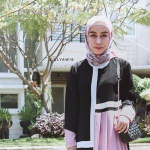 Bang, kalau abang cari perempuan yang bisa ngangkat galon untuk ganti galon dispenser yang sudah kosong, saya mundur bang..Tapi kalau abang cari perempuan yang bisa gambar alis yang bisa nanjak trus mudun kek jalanan di puncak, saya maju paling depan. ☝🏼☝🏼☝🏼.Udah gitu aja 😊..Kira-kita tag orangnya jangan nih? . .......#makeup #hijab #hijabstyle #hijabi #hijabinsta #eyebrows #eyebrowshaping #ClozetteID #makeuplooks #makeuplover #makeuplook #instagram #instagram_faces #instagrammers #instagood #instamood #vsco #vscofilter #vscoedit #vscocam #vscoindonesia