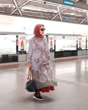 - J A G A - J A G A-.Saat ini jaga jarak dan jaga kesehatan adahal hal yang penting dan utama jika dibandingkan dengan jagain jodoh orang..LDR ada dulu yaa, karena pacarmu hari ini belum tentu jadi jodohmu di masa depan 🤭..Camkan itu kawan2 🤣🤣..................#hijabootdindo #hijabootd #ootdindokece #ootdindo #hijabers_indonesia #hijabstyle #hijabtraveler #ootdhijabhits #ootdhijabiindonesia #rokplisket #geulisid #travelgram #hijabbloggers #localbrand #instagramstories #hijabfashion #madewithstories #ootdrok #ootdrokplisket #ootdrokpanjang #Clozetteid #hijabfashion #riamirandasale #riamirandastyle  #adidaspod